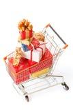 Het boodschappenwagentje met de giften van Kerstmis en stelt voor Royalty-vrije Stock Foto's