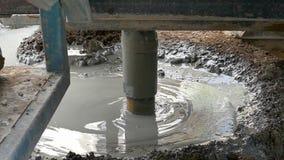 Het boorwerk, om waterboring te maken te vinden, motie vertragen, stock video