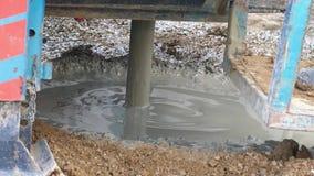 Het boorwerk, om waterboring te maken te vinden, motie vertragen, stock videobeelden