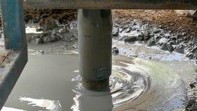 Het boorwerk, om waterboring te maken te vinden, motie vertragen, stock footage