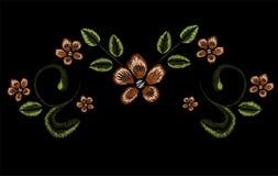 Het borduurwerk, bloemenornament, fantasiebloemen, manierdecor, Penhulpmiddel trekt Stock Afbeeldingen