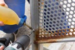 Het boren met scherpe olie royalty-vrije stock afbeeldingen