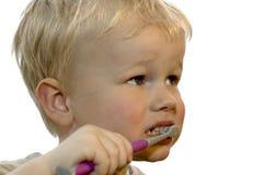 Het borstelen van het jonge geitje tanden Royalty-vrije Stock Foto's