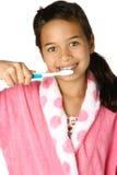 Het borstelen van het meisje tanden Stock Afbeelding
