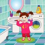 Het borstelen van het meisje tanden in badkamers Royalty-vrije Stock Afbeelding