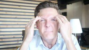 Het boze gekke moderne ontwerper schreeuwen stock footage