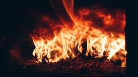 Het branden opent opgevlamde vlammen van de open haard het programma stock afbeeldingen