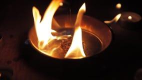 Het branden Pentagram op langzame de motielengte van de Staalplaat stock footage