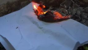 Het branden Stuk van Document stock footage