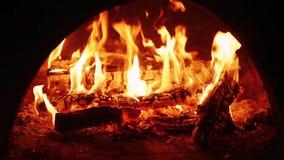Het Branden van de brand in Open haard stock video