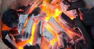 Het branden van de houtskool Royalty-vrije Stock Afbeeldingen