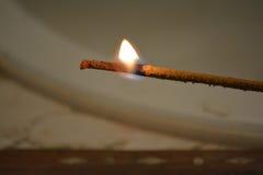 Het branden van de wierook stock foto