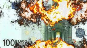 Het branden van 100 euro Stock Afbeelding