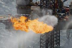 Het branden van gas op een installatie Royalty-vrije Stock Afbeeldingen