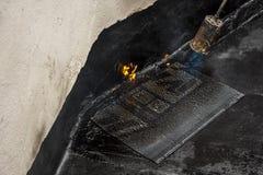 Het branden van het waterdichte membraan royalty-vrije stock afbeelding