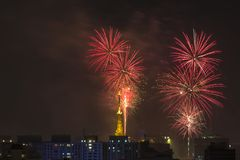 Het branden van vuurwerk tijdens Reveillon in Brazilië Royalty-vrije Stock Afbeelding