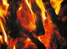 Het brandhout brandt rode vlam Stock Foto