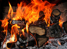 Het brandhout die in de steenoven branden Royalty-vrije Stock Fotografie