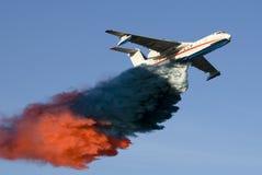 Het brandvliegtuig Stock Foto's