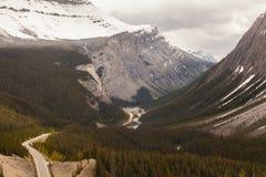 Het Brede rijweg met mooi aangelegd landschap van Icefield, Alberta, Canada Royalty-vrije Stock Afbeelding
