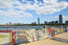 Het breien op de brug tussen Cambridge en Boston in Massachusettes Royalty-vrije Stock Afbeeldingen