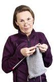 Het breien van de vrouw Royalty-vrije Stock Fotografie