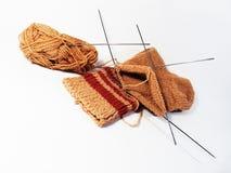 Het breien van wollen sokken Stock Afbeelding