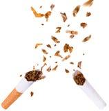 Het breken van sigaret, houdt met op rokend Stock Foto's