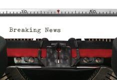 Het Brekende Nieuws van de schrijfmachine stock foto