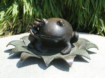 Het brons beeldhouwt bij permanent openbaar kunstwerk de Echte die Wereld door Amerikaanse beeldhouwer Tom Otterness in Rockefell Stock Afbeelding
