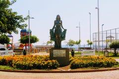 Het bronsbeeldhouwwerk van Koningin Cleopatra in het park van de 100ste verjaardag van Ataturk Alanya, Turkije Stock Foto's
