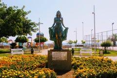 Het bronsbeeldhouwwerk van Koningin Cleopatra in het park van de 100ste verjaardag van Ataturk Alanya, Turkije Stock Fotografie
