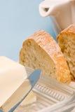 Het brood en de boter van Ciabatta voor ontbijt Stock Foto