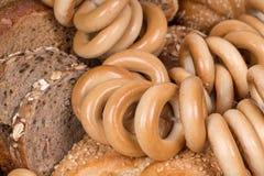 Het brood en de ongezuurde broodjes van de rogge royalty-vrije stock afbeeldingen