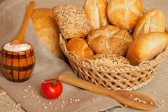 Het brood en de yoghurt van Assoerted Stock Foto