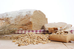 Het brood en het graangewas van het plattelandshuisje Stock Afbeeldingen