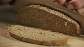 Het brood van de rogge stock footage