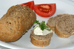 Het brood van het plattelandshuisje met kaas en tomaat stock foto's