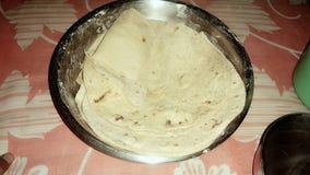 Het brood van tarwe wordt gemaakt die het is goed en zeer voedzaam om te eten Het wordt gemaakt van tarwe door beroep stock foto