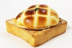 Het brood wordt gebakken die met en verfraait Royalty-vrije Stock Fotografie