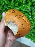 Het brood wordt gebeten stock foto