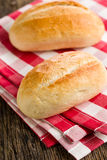 Het broodje op geruit servet Stock Afbeeldingen