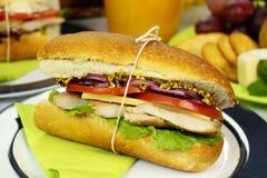 Het Broodje van de kip en van de Salade Royalty-vrije Stock Foto's