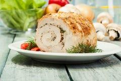 Het broodje van de varkensvleesleeuw met paddestoelen wordt gevuld die Royalty-vrije Stock Afbeeldingen
