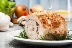 Het broodje van de varkensvleesleeuw met paddestoelen wordt gevuld die Royalty-vrije Stock Foto