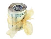 Het Broodje van het geld dat met Gouden Lint wordt gebonden Royalty-vrije Stock Foto