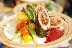 Het broodje van het vlees met groenten royalty-vrije stock foto