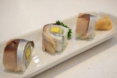 Het broodje van Sabasushi op plaat royalty-vrije stock afbeeldingen