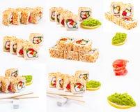 Het broodje van sushi dat met sesam, paprika, komkommer wordt geplaatst Stock Foto's