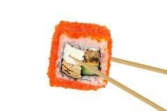 Het broodje van sushi dat op wit wordt geïsoleerdl royalty-vrije stock afbeelding